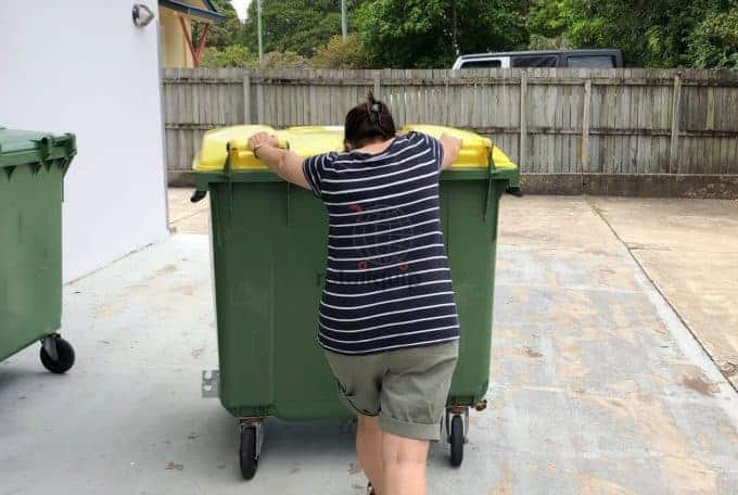 Sunshine Coast Electric Tug to move Rubbish Bin up to 2000kg
